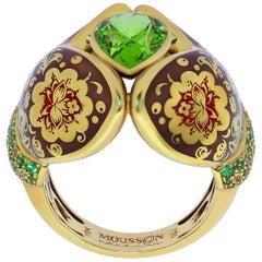 Peridot 3.27 Carat Tsavorite Sapphire 18 Karat Yellow Gold Mitten Ring