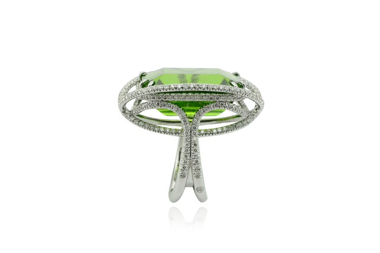 Round Cut Peridot 53.50 Kt Diamonds White Gold Made in Italy Ring For Sale