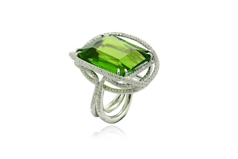 Women's Peridot 53.50 Kt Diamonds White Gold Made in Italy Ring For Sale