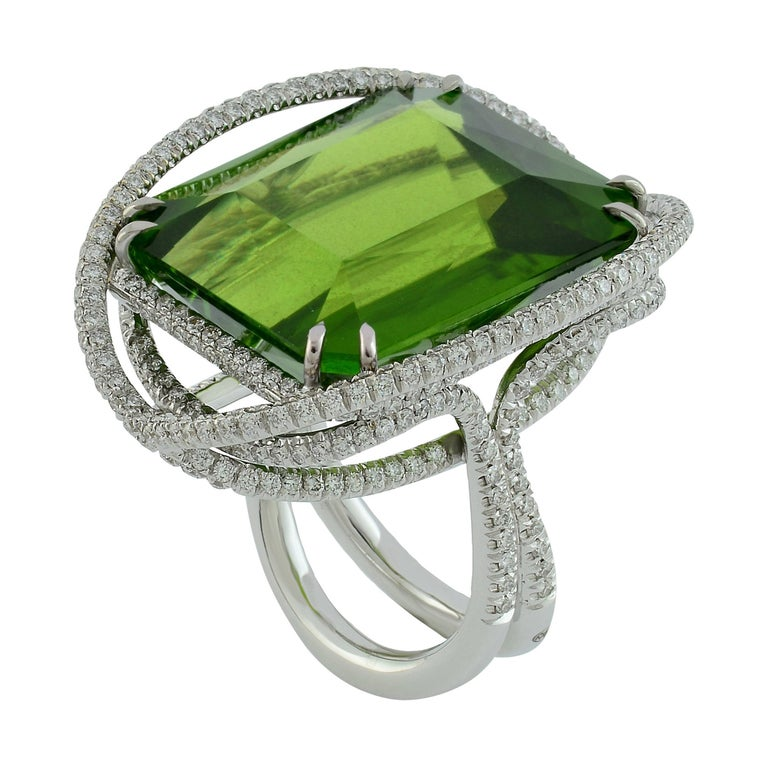 Peridot 53.50 Kt Diamonds White Gold Made in Italy Ring For Sale