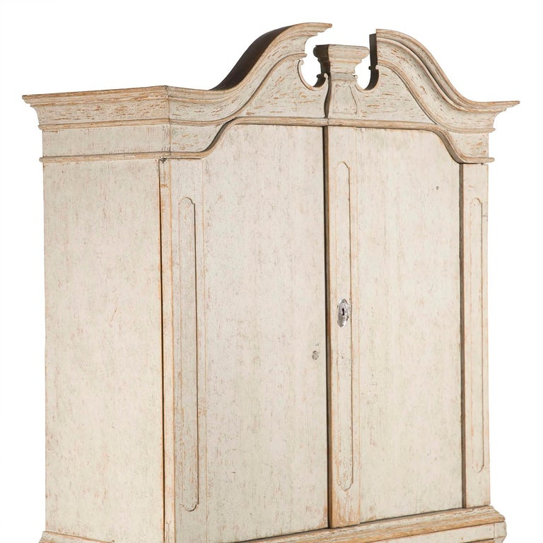 18th Century and Earlier Period 18th Century Rococo Swedish Cabinet For Sale