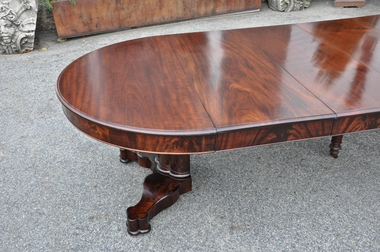 Period American Early 19th Century Round Extension Dining Table by Charles Hobe In Good Condition For Sale In Essex, MA