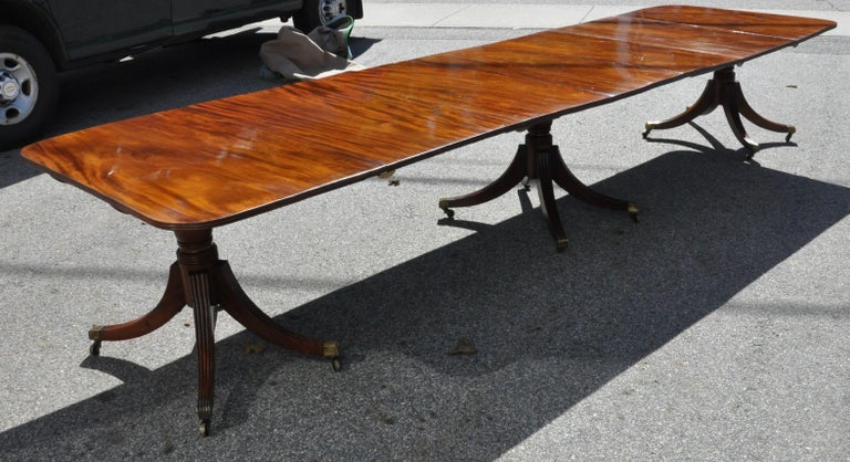 Period Early 19th Century American Three Pedestal Dining Table For Sale 3
