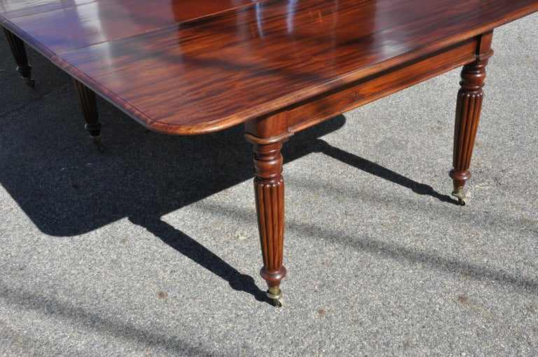 Period Early 19th Century Irish Regency Cuban Mahogany Dining Table In Good Condition For Sale In Essex, MA