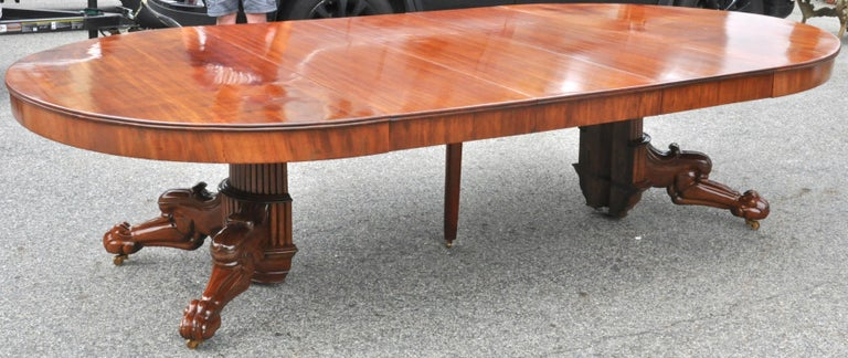 Period Early 19th Century Neoclassical Walnut Round Expanding Dining Table In Good Condition In Essex, MA