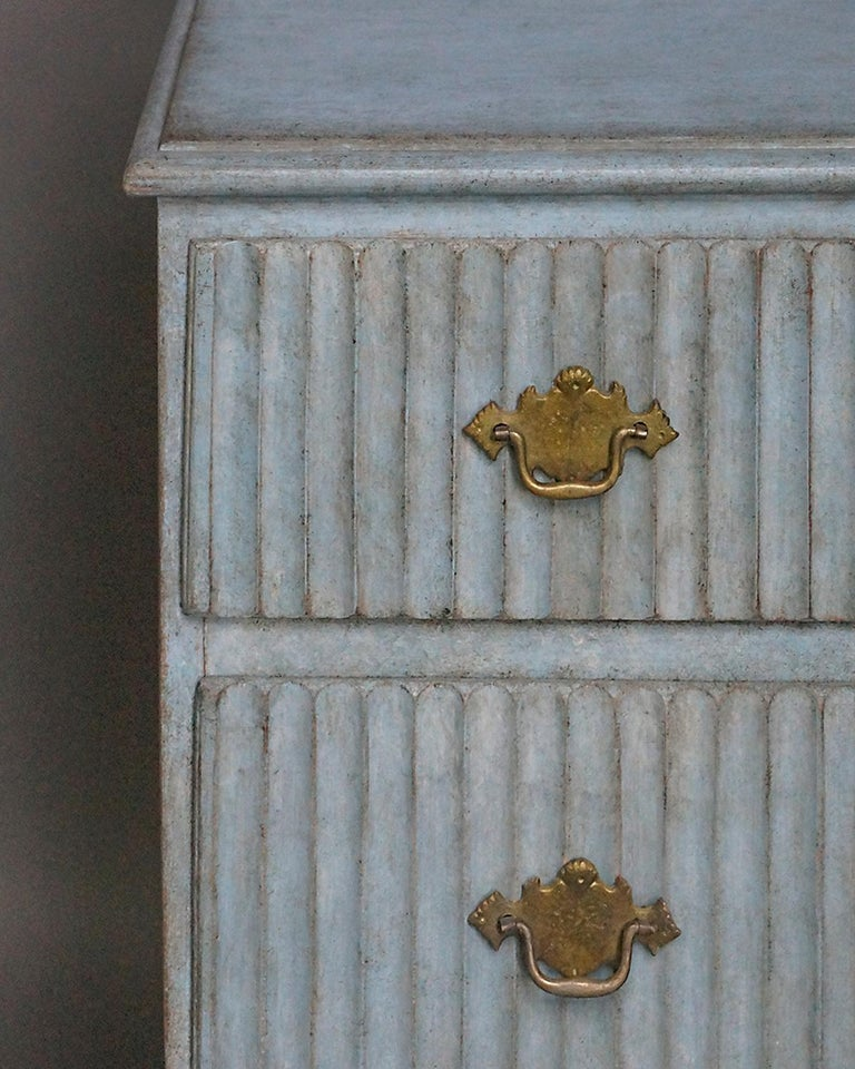 Period Gustavian Three-Drawer Chest In Good Condition For Sale In Sheffield, MA