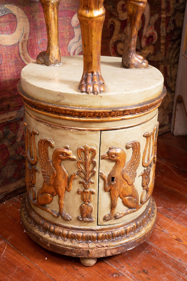 Fantastic Italian gueridon with giltwood carved decoration.