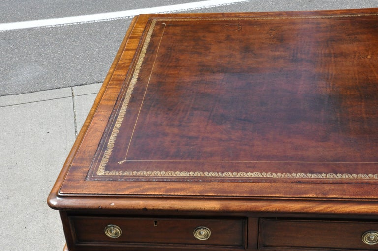 Period Mid-19th Century Georgian Mahogany Partners Desk For Sale 3