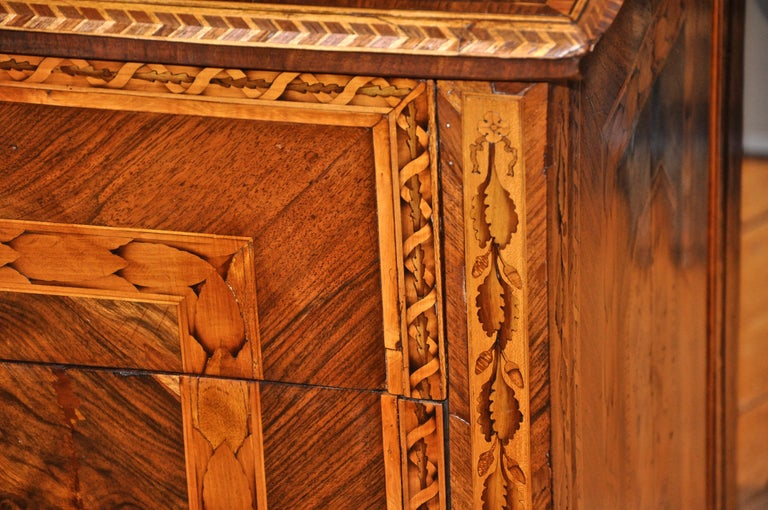Italian Period Neoclassical Walnut Marquetry Chest of Drawers in Style of Magglioni For Sale