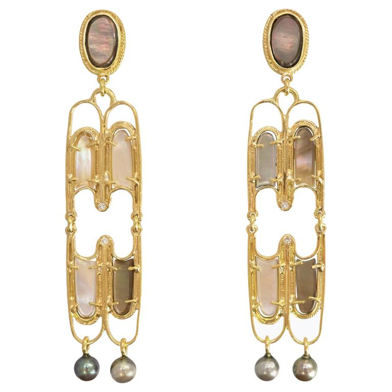 Mon Pilar Perla Earring Medium with Mother of Pearl, Round Pearls and Diamond For Sale