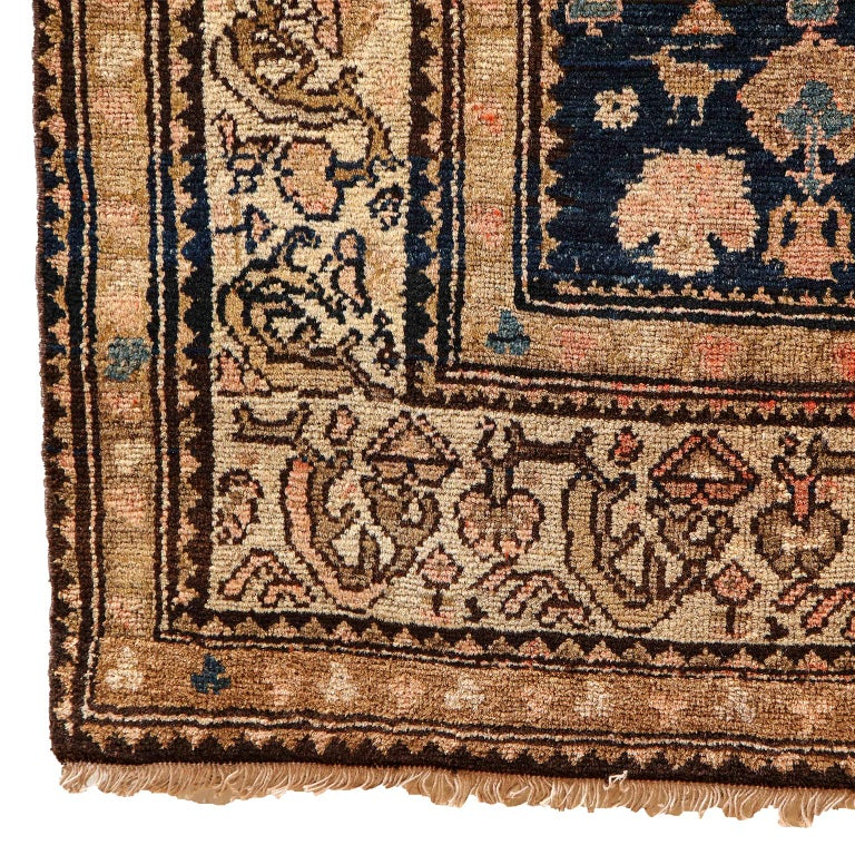 Persian Malayer Carpet circa 1900 in Pure Handspun Wool and Vegetable Dyes For Sale 3