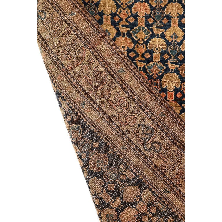 Persian Malayer Carpet circa 1900 in Pure Handspun Wool and Vegetable Dyes For Sale 4