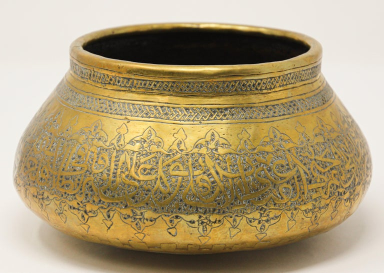 Moorish Revival Hand Etched Brass Bowl In Good Condition For Sale In North Hollywood, CA
