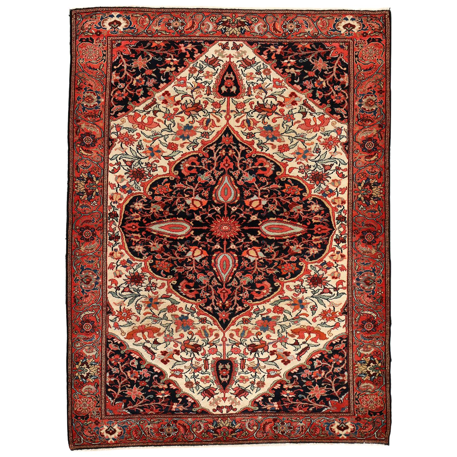 Persian Meeshan Malayer Carpet circa 1900 in Pure Wool and Vegetable Dyes