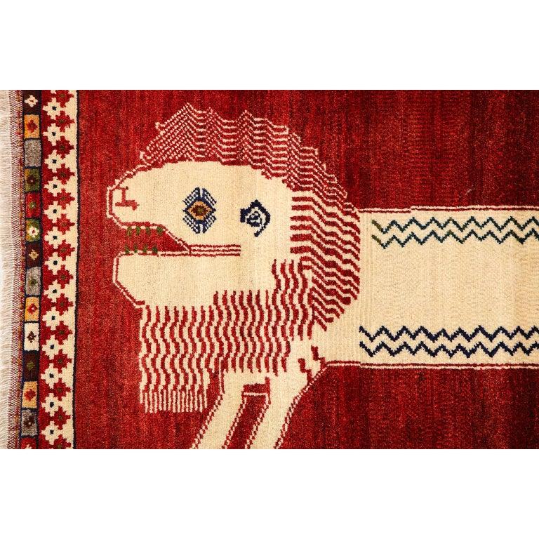 Persian Qashqai Kashkooli Lion Animal Carpet circa 1940 in Handspun Wool In Good Condition For Sale In New York, NY
