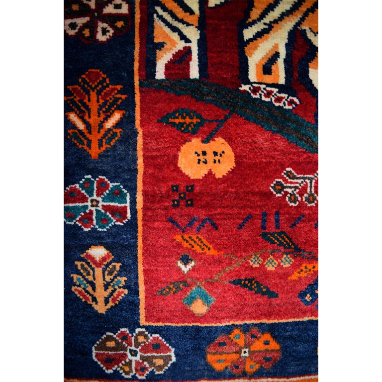 Persian Qashqai Tiger Carpet in Pure Handspun Wool and Vegetable Dyes circa 1940 In Excellent Condition For Sale In New York, NY