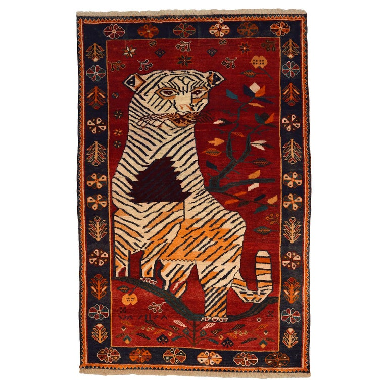 Persian Qashqai Tiger Carpet in Pure Handspun Wool and Vegetable Dyes circa 1940 For Sale