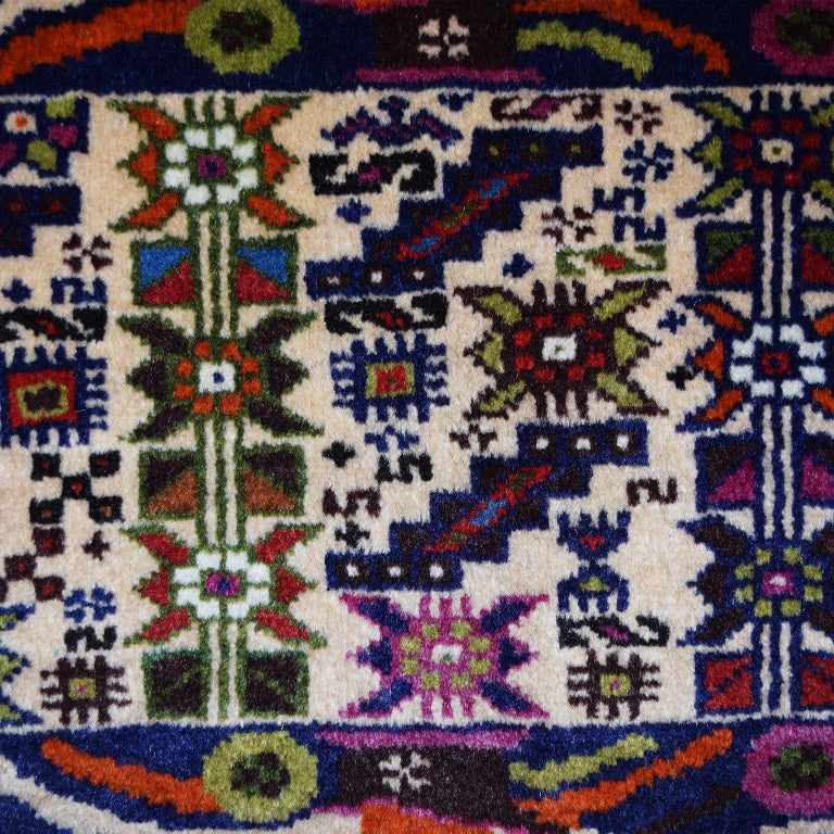 Persian Zabol Carpet circa 1940 in Handspun Wool and Vegetal Dyes In Good Condition For Sale In New York, NY