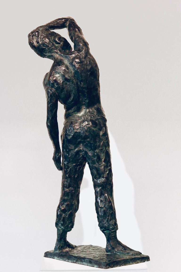This sculpture is made by Dutch artist Peter Adams. It is made out of bronze. (2020)  He himself sees his sculpting as an artistic quest that never ends.  But fortunately it has intermediate stages that can be concluded with satisfaction - if an
