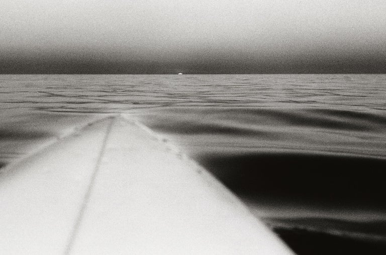 Surfboard with Setting Sun, Santa Monica, California, U.S.A. – Anthony Friedkin - Gray Landscape Photograph by Anthony Friedkin