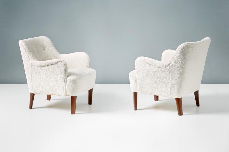 Scandinavian Modern Peter Hvidt 1940s Pair of Boucle Armchairs for Fritz Hansen For Sale