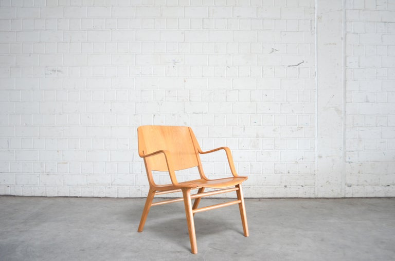 Peter Hvidt and Orla Mølgaard-Nielsen AX easy lounge armchair for Fritz Hansen. Oak wood lacquered. Arms made of beech wood. Danish classic armchair with high comfort.