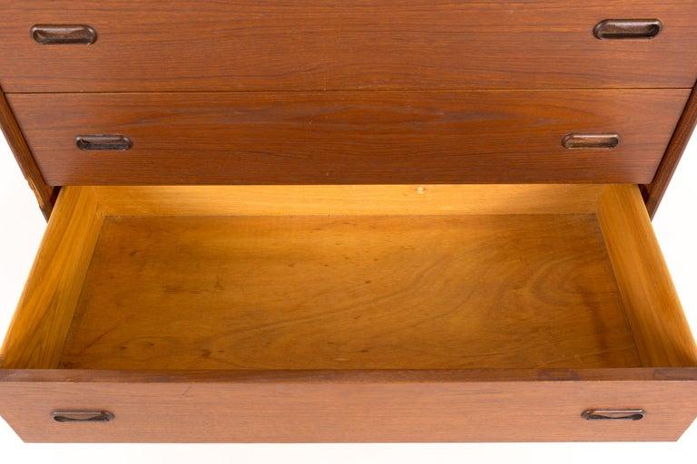 Peter Hvidt Style Midcentury Danish Teak 5-Drawer Highboy Dresser Chest For Sale 3