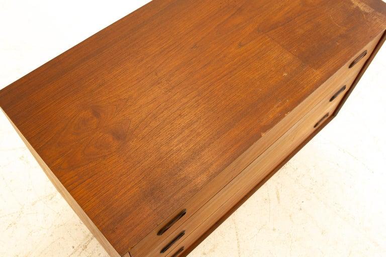 Peter Hvidt Style Midcentury Teak 3-Drawer Dresser Chest of Drawers For Sale 1
