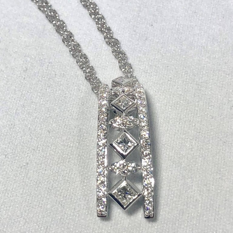 Peter Storm 18 Karat White Gold and Princess and Round Diamond Pendant Necklace In New Condition For Sale In Mansfield, OH
