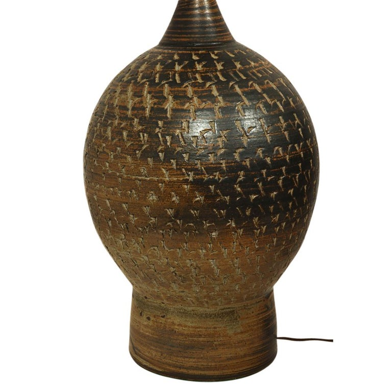 Peter Voulkos Stoneware Lamp Earth Tones Ceramic Incised Signed USA, 1950s In Good Condition For Sale In New York, NY