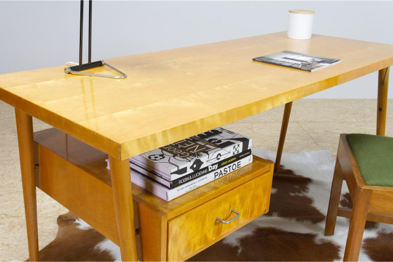 Varnished Petit Freestanding Desk in Yellow Birch from Czech 1950s, Mid-Century Modern For Sale