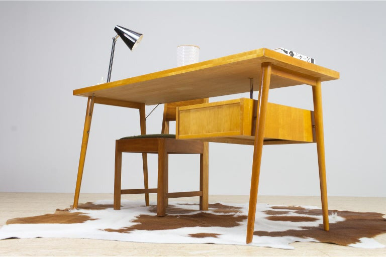 Mid-20th Century Petit Freestanding Desk in Yellow Birch from Czech 1950s, Mid-Century Modern For Sale