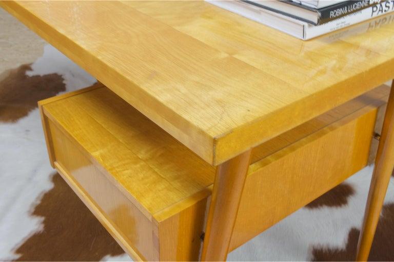 Petit Freestanding Desk in Yellow Birch from Czech 1950s, Mid-Century Modern For Sale 1