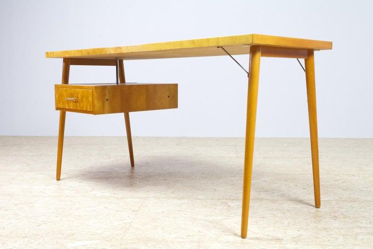 Petit Freestanding Desk in Yellow Birch from Czech 1950s, Mid-Century Modern For Sale 2