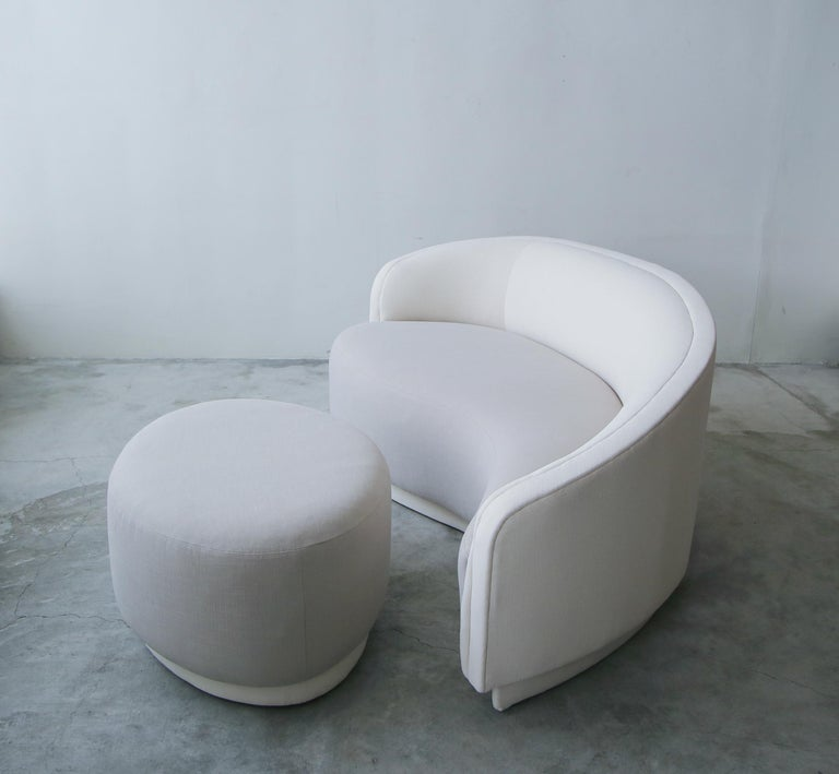 Petite Curved Sofa and Ottoman by Vladimir Kagan for Weiman In Excellent Condition For Sale In Las Vegas, NV