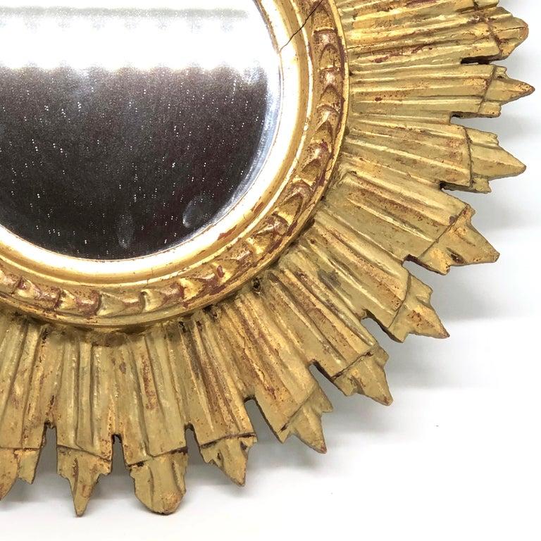 Petite French Starburst Sunburst Gilded Wood Mirror, circa 1930s In Good Condition For Sale In Nürnberg, DE