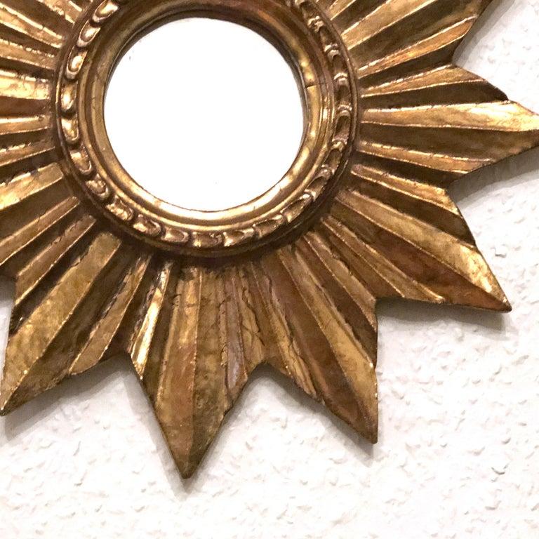 Petite French Starburst Sunburst Gilded Wood Mirror, circa 1950s In Good Condition For Sale In Nürnberg, DE