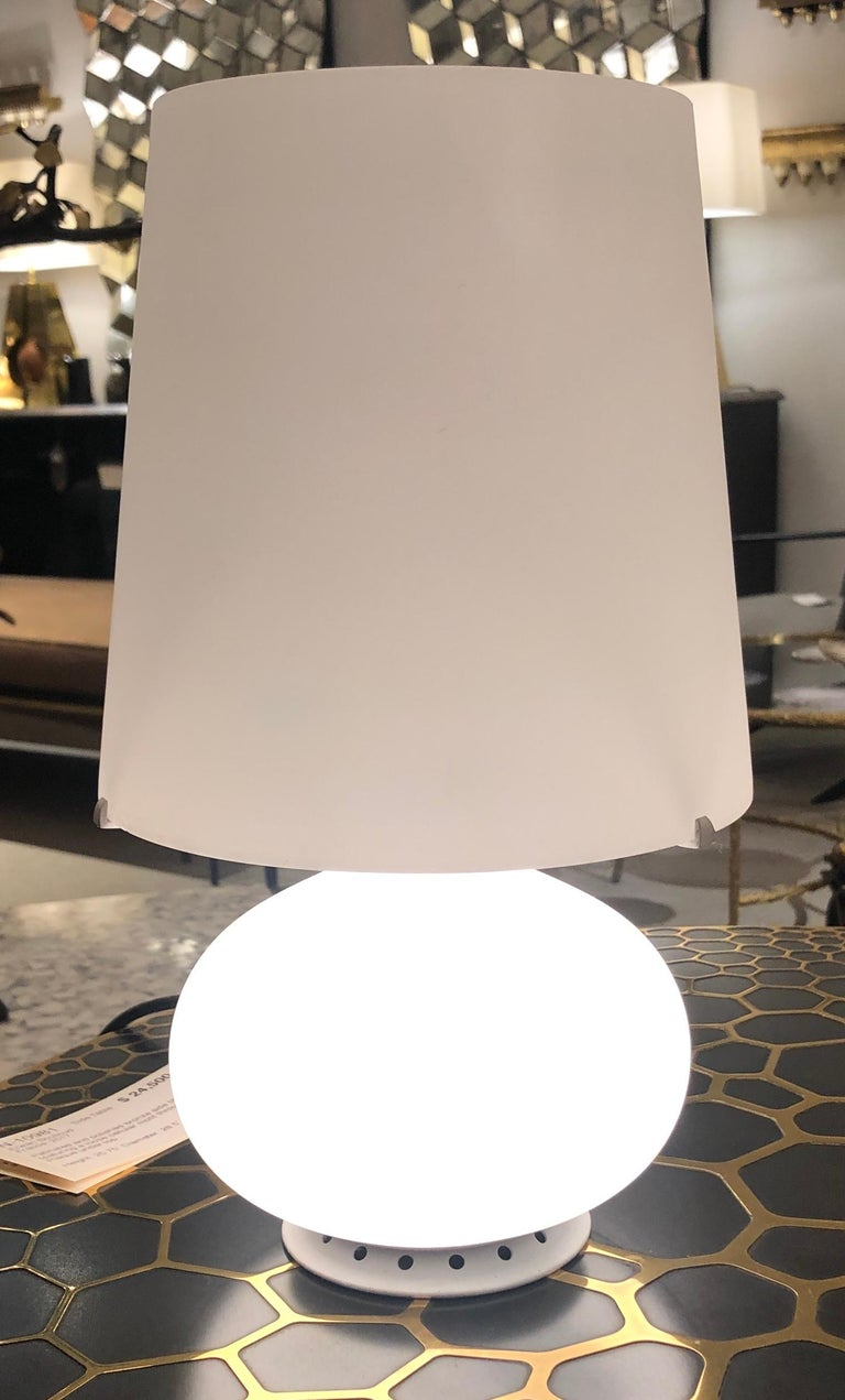 Petite Glass Table Lamp by Fontana Arte, Italy, 1960s In Good Condition For Sale In New York, NY