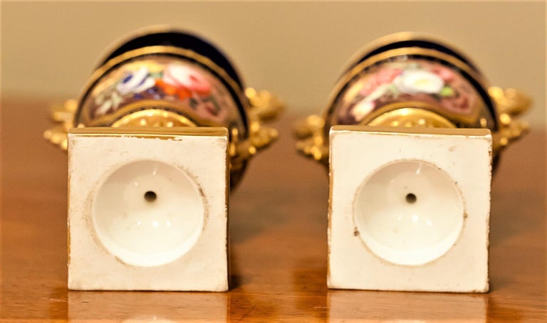 Petite Pair of English Hard-Paste Porcelain Vases, circa 1825 For Sale 12