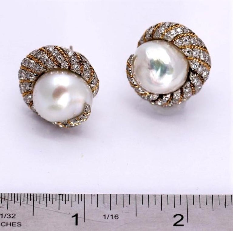 Petochi Yellow and White Gold Earrings with Diamonds and South Sea Pearls For Sale 2