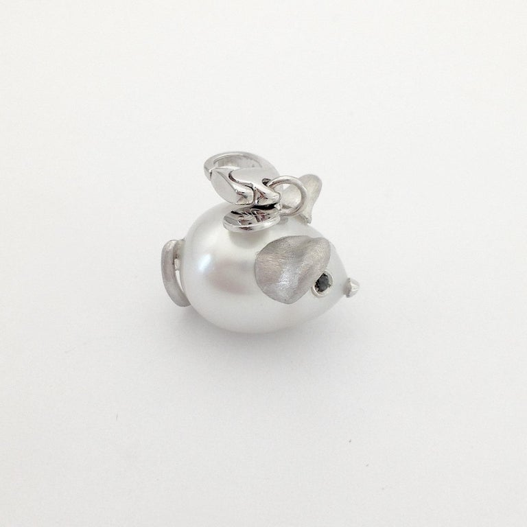 Black Diamond White 18 Kt Gold Pearl Pendant/Necklace and Charm Mouse Made in IT For Sale 4