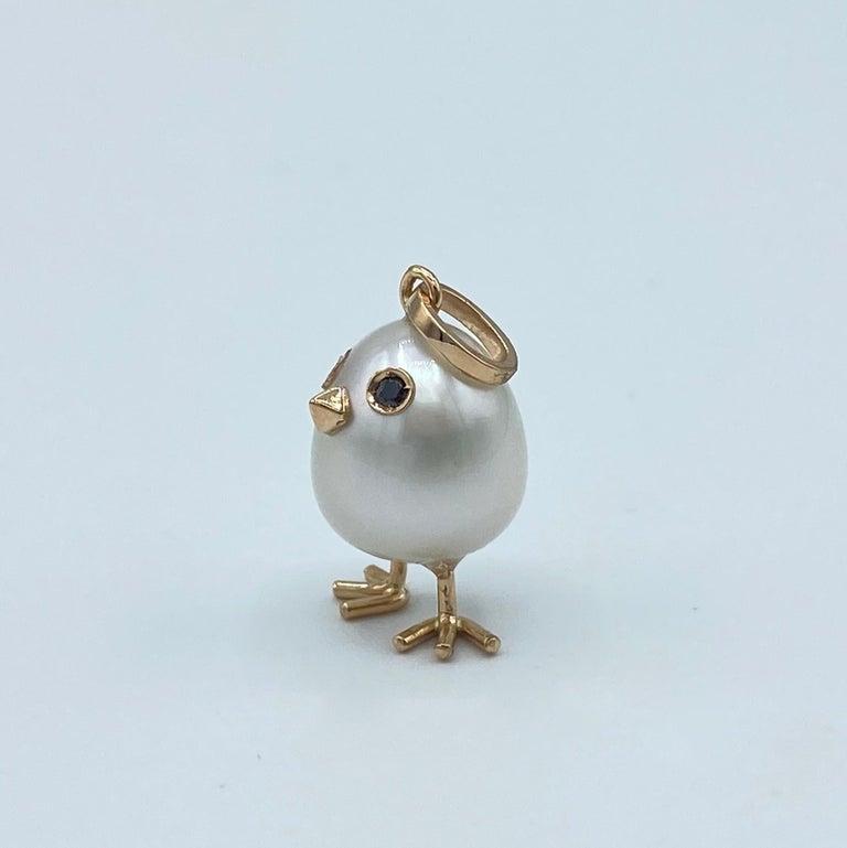 Round Cut Chick Australian Pearl Black Diamond 18 Karat Gold Pendant Necklace For Sale