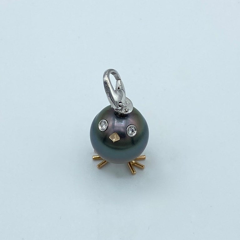 Contemporary Chick Tahitian Pearl White Diamond 18 Karat Gold Pendant/Necklace Charm For Sale