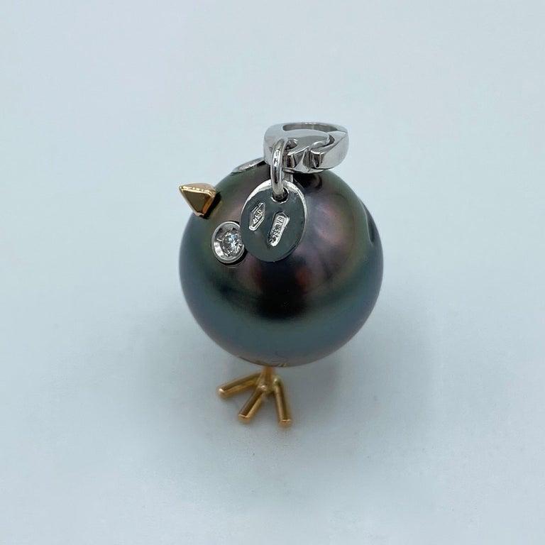 Women's Chick Tahitian Pearl White Diamond 18 Karat Gold Pendant/Necklace Charm For Sale