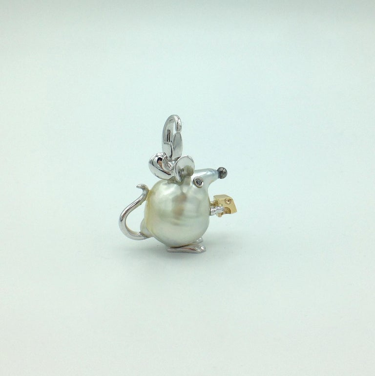 Round Cut Diamond 18 Karat Gold Pear Mouse Pendant/Necklace or Charm Made in Italy