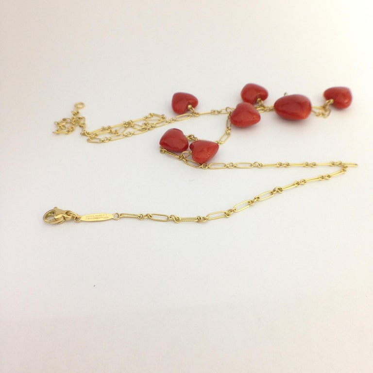 Petronilla Red Coral Heart Necklace Handmade in Italy 18 Karat Gold In New Condition For Sale In Bussolengo, Verona