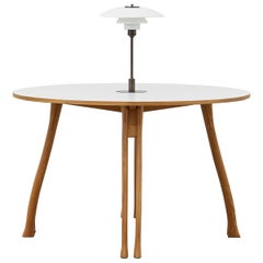 PH Axe Table, natural oak legs, laminated plate, white PH 3 ½ - 2 ½ lamp