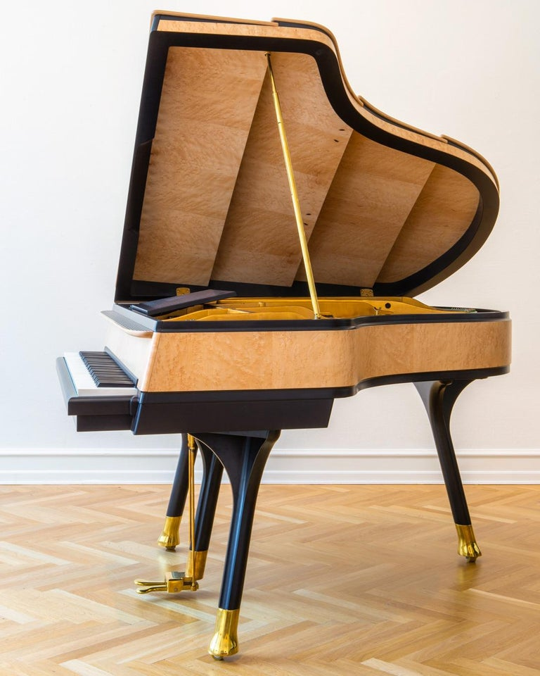 PH Bow Grand Piano in Maple Birch with Brass Details In New Condition For Sale In Copenhagen, DK