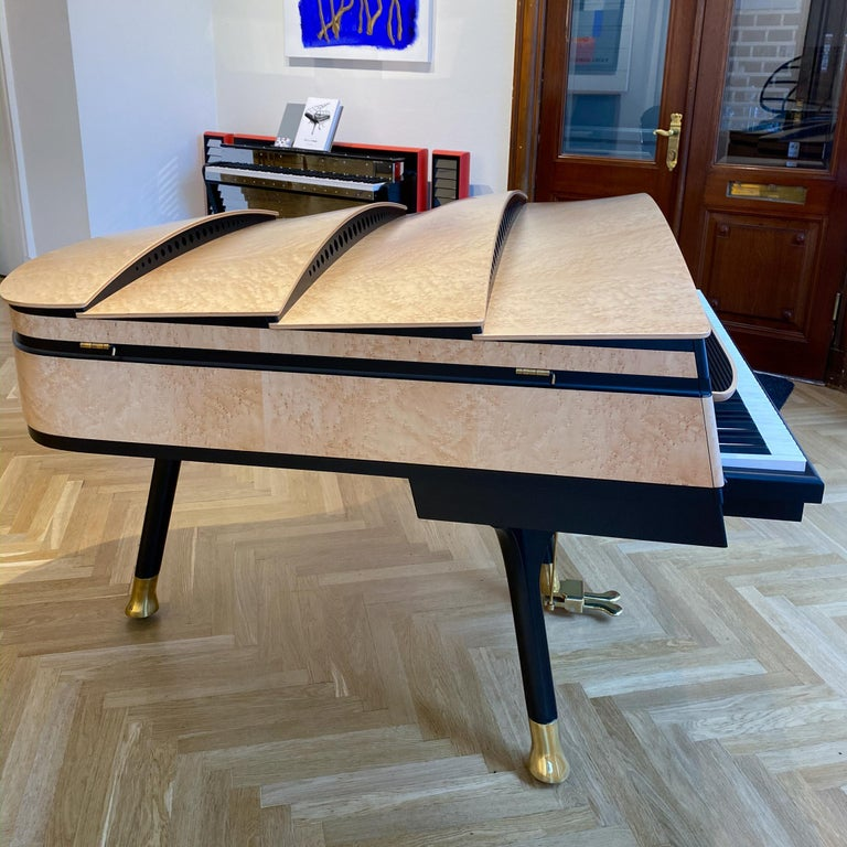 PH Bow Grand Piano, Maple Birch with Brass Details In Excellent Condition For Sale In Copenhagen, DK