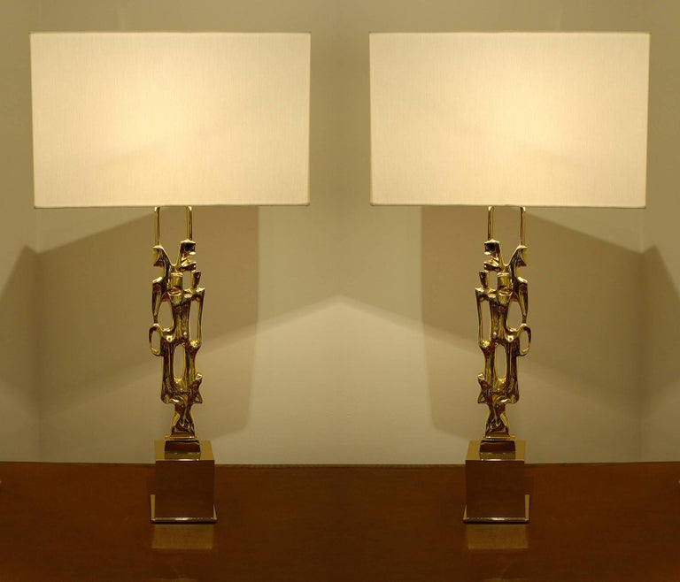 Pair of signed gilt bronze table lamps, signed Ph. Glapineau, active in the 1970s. Heavily gilded, newly gilded. Wired for US, Candelabra socket. Custom-made ivory silk pongee lampshade. Measures: H 30